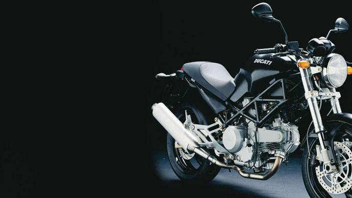 Front Side Pose of Ducati Monster 620 2005